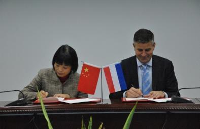 荷兰蒂尔堡大学校长访问上海财经大学并签署校际学生交换协议