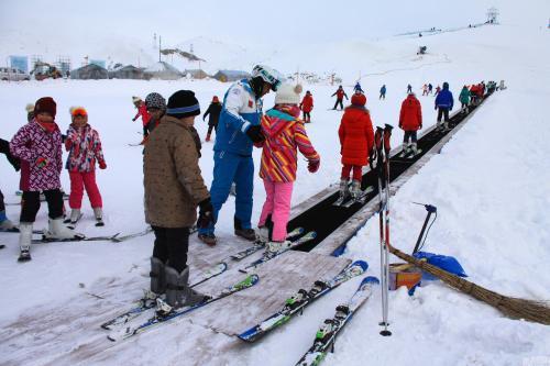 山东大学组织在职研究生期末冬季拓展训练 ——滑雪场一日